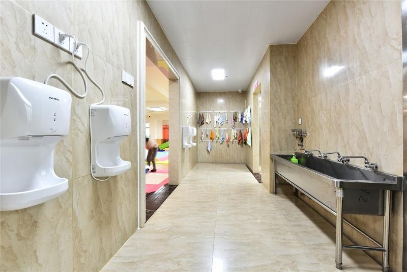 洗手池及毛巾架
